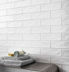 White Subway Tile Bathroom, Beveled Subway Tile, White Wall Tiles, Ceramic Subway Tile, Subway Tile Kitchen, Kitchen Splashback Tiles, Splashback Ideas, Kitchen Soffit, Kitchens