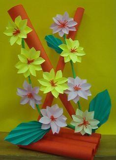 Kwiaty z papieru, ikebana, prace plastyczne, Dariusz Żołyński, flowers paper, paper flowers, orgiami, kirigami, wycinanki z papieru, бумажные цветы Paper Flower Vase, Paper Flowers Craft, Paper Bouquet, Flower Crafts, Diy Flowers, Paper Crafts, Creative Crafts, Diy And Crafts, Crafts For Kids