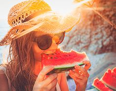 young woman having fun and eating juicy fresh watermelon outdoor at. Healthy Cat Treats, Healthy Cake, Healthy Skin, Beauty Blender How To Use, Mint Salad, Day Glow, Shorts With Tights, Healthy People 2020 Goals, Videos Online
