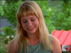 I need Jen Lindley (Michelle Williams) bangs again. I need them now.
