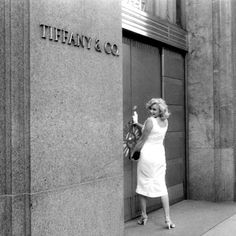 Tiffany Store, Tiffany And Co, Marilyn Monroe Photos, Marylin Monroe, Believe, Norma Jeane, Diamond Are A Girls Best Friend, Old Hollywood, Hollywood Stars