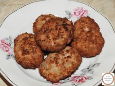 Chiftele romanesti cu carne de porc Romanian Food, Tasty, Yummy Food, Hungarian Recipes, Recipies, Muffin, Food And Drink, Cooking, Breakfast