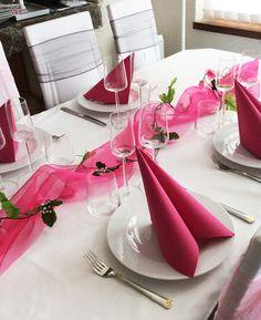 Häät ja Juhlat by Decora House: Ruusuköynnökset juhlakattauksessa