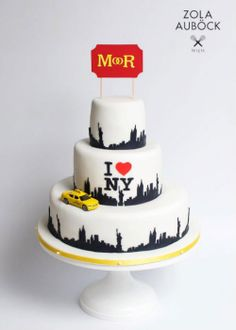 As a born and raised New Yorker, I have nothing but love for this New York skyline cake by Zola Auböck - Tortenmanufaktur. And, the yellow taxi is just perfect!  #cakestand, #cake, #wedding, #newyork, #nyc, #sarahsstands