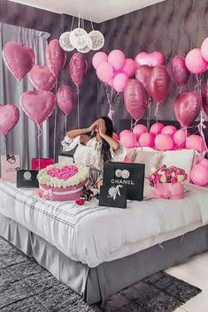 An informal guide to the most beautiful Valentine& Day of all time - Meine Geburtstagsparty - Birthday Goals, 18th Birthday Party, Diy Birthday, Birthday Surprise Ideas, 18th Birthday Decor, 18th Birthday Ideas For Girls, 25th Birthday Ideas For Her, Birthday Balloon Surprise, Hotel Birthday Parties