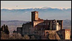 Castello di San Giorgio Monferrato con gli Appennini sullo sfondo. Foto di Domenico Rota