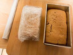 Friese Kruidkoek behoort tot de gezondste Nederlandse traktaties. De koek is vetarm en vrij van geraffineerde suikers. Alleen even geduld, de koek moet namelijk 1 week rijpen.