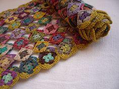 Echarpe Mini Granny pattern by Cécile Franconie