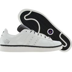 Throughout the one shoe reigned supreme on the courts, in the streets and at the skate park: the adidas Campus. Remixing this classic, the men's adidas Originals Campus shoe features a smooth pig suede upper with tonal and a cool snak Adidas Campus, Adidas Men, Adidas Sneakers, Lakers Girls, 80s Shoes, Phoenix Suns, Los Angeles Lakers, Kobe Bryant, Adidas Stan Smith