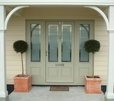 Beautiful Front Door, really like the wide entrance and nice terracotta pots