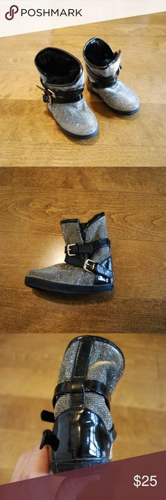 """Stuart Weitzman Baby Vance Snow Shoe (Open Box) -Pull-on style -Contrast buckle straps around leg and across foot, contrast heel, sole and trim at top, all-over metallic -Faux fur lining -Round toe, shaft height: 4.8"""", circumference: 7.5"""" -Synthetic leather/faux fur lining -Imported  These super cute baby snow shoes sparkle and shine on your little girl!  The best part about them is that they have never been used, but do not have box or original packaging.  You could essentially wrap in…"""