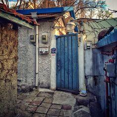 sarafa / #20140108 #iphone5s #seoul #haebangchon #alley #서울 #해방촌 #주택가 #골목 #대문 #신흥로 #snapseed / 서울 용산 용산 / 2014 01 08 /