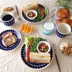 ❁ おはようございます☺︎ 色々パンで今日も簡単朝ごぱん(๑´ㅂ`๑) こちらも風が強いです!台風の通り道の皆さんはお気をつけ下さいね! コメントお休みします♡ いつもありがとうございます♡ #朝ごはん#朝食#あさごはん#モーニング#あさごぱん#朝ごぱん#朝ごパン#朝時間#デリスタグラマー#パン#おうちごはん#おうちカフェ#アラビア#トゥオキオ#イッタラ#カステヘルミ#北欧食器#クチポール #yummyfood#breakfast#homecafe#kurashiru#deliciousfood#tuokio#arabia#instafood#foodpic#food#instapic
