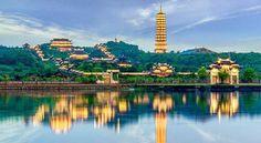 Khám phá chùa Bái Đính Ninh Bình - NOITOISEDEN.com Paris Skyline, Travel, Viajes, Destinations, Traveling, Trips