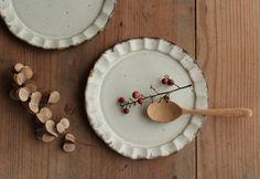 プレート皿 やさしい雰囲気の白マット系