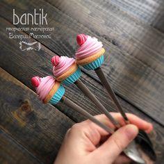 Ложечка с розово-голубым капкейком