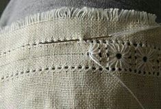 Hardanger Embroidery Tutorial iricamidiamelina: embroidered Center - Tutorial translate page Hardanger Embroidery, Embroidery Applique, Cross Stitch Embroidery, Embroidery Patterns, Sewing Patterns, Paper Embroidery, Embroidery Transfers, Doily Patterns, Clothes Patterns