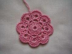 Virkatun kukan ohjetta on toivottu ja tässä se tulee :o) Olen käyttänyt tätä kukkamalliamm. kukkanauhassa ja tyynyssä .  ... Cross Stitch Baby, Crochet Doilies, Hobbies And Crafts, Handicraft, Crochet Earrings, Crochet Patterns, Diy Crafts, Knitting, Flowers