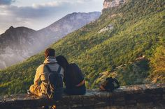 As beautiful as it is, fall can be a challenging season for hiking. Learn how to stay safe by keeping in mind a few of these fall hiking tips. Hiking Tips, Hiking Gear, Backpacking Tips, Machu Picchu, Giardia, Couples Chrétiens, Older Couples, Spas, Long Distance Love