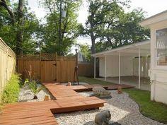 Mad for Midcentury: Mid-Century Landscaping Wood Walkway, Outdoor Walkway, Outdoor Decor, Outdoor Ideas, Backyard Plan, Modern Backyard, Backyard Seating, Backyard Patio, Landscaping With Rocks