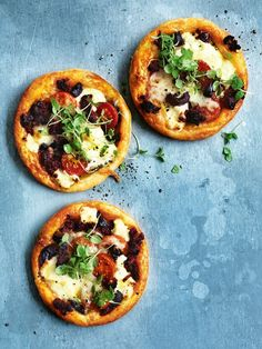 tomato, basil, olive and chorizo tarts from donna hay magazine issue 80 autumn Snack Mix) Kitchen Boss, Tapas, Appetizer Recipes, Dessert Recipes, Brunch, Snacks Saludables, Savory Tart, Snacks Für Party, Lunch Party Foods