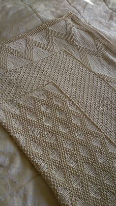 Ravelry: Eric's Blanket pattern by Auroraknit. What a pretty baby blanket!