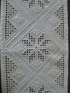 Hardanger Embroidery Resultado de imagen de white on white norwegian embroidery - Types Of Embroidery, Learn Embroidery, Embroidery Patterns Free, Vintage Embroidery, Embroidery Thread, Embroidery Designs, Loom Patterns, Drawn Thread, Thread Work