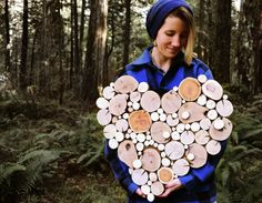 Recyceltem Holz Herz Wandskulptur  Dieses Stück wird auf Bestellung gefertigt werden. Fertigteil wird ähnlich wie ein Bild in der Liste sein. Aufgrund der Beschaffenheit des Holzes wird jedes Stück einzigartig und anders sein.  Eine besondere Art Geschenk für diese Person in deinem Leben erstaunlich ~  Größe: 23 X 21 X 1,5 dick.  Ein wunderbares Einzelstück hergestellt aus abgestürzten und abgestorbene Bäume und deren Filialen.  Neu gedachte Natur in Form von Kunst für Ihr Zuhause.  Bereit…
