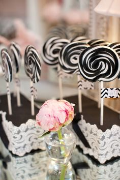 love these lollies. Black and white wedding colors Wedding Favors, Wedding Decor, Wedding Ideas, Sitting In A Tree, Frou Frou, Macaron, Candy Buffet, Party Planning, Just In Case