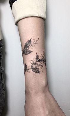35 Unique bracelet and ribbon tattoos to try on - Armband Tattoos - Best Tattoo Share Mini Tattoos, Ribbon Tattoos, Trendy Tattoos, Unique Tattoos, Flower Tattoos, Small Tattoos, Beautiful Tattoos, White Tattoos, Feminine Tattoos