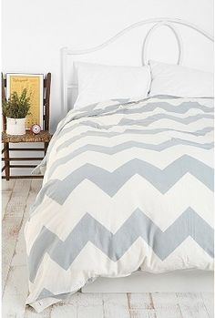 I'm kind of on a chevron and zig zag kick right now. Would love this bedding in my room.