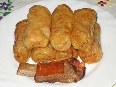 Reteta Sarmale in foi de varza acra si afumatura Romanian Food, Romanian Recipes, One Pot Pasta, Rigatoni, Easter Dinner, International Recipes, Slow Cooker, Sausage, French Toast