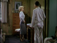 Niagara 1953....In a set up, Rose purposely casts suspicion on her errand to get their bus tickets in order to lure George into following her