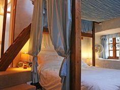 - Farmhands Bedroom, a double double with En-suite!