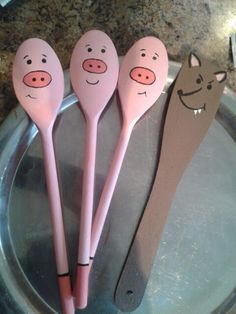 Three Little Pigs story spoons. These can be used while reading the story of the Three Little Pigs to younger children.