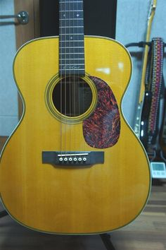 Martin 000-28EC Eric Clapton | 32jt  http://bestacousticguitarsreviews.com/reviews/martin-000-28ec-review/
