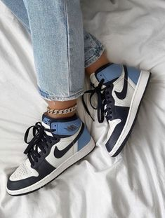 Moda Sneakers, Sneakers Mode, Sneakers Fashion, Nike Sneakers, Girls Sneakers, Nike Trainers, Retro Sneakers, Cool Trainers, Dr Shoes