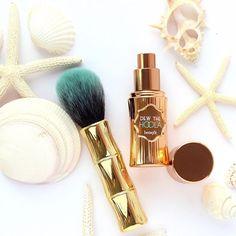 Hoola-la hottie! Contour those cheekbones with dew the hoola matte liquid bronzer & our ultra-plush brush for a sexy, sunny glow!