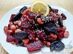 Фото приготовления рецепта: Салат из свеклы с фасолью и черносливом - шаг №13