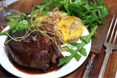 Oxfilé Tournedos med magisk rödvinssås - Victorias provkök Brunch Party, Fine Dining, Steak, Food And Drink, Healthy Recipes, Healthy Food, Victoria, Beef, Gourmet