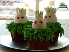 Cupcakes de plantas para defendernos de los zombies!. Cumple de Manu con temática llena de plantas y colores. #obelia #cake #torta #pastel #birthday #cumpleaños #sweet #instacake #pasteleria #laplata #mesadulce #diseñodulce #festejo #sweetdesign #cupcake #cookies #souveniers #popcorn #pochoclos #candybar #celebración #plantasvszombies #juego #plantas #zombies #manuel Pop Corn, Cupcakes, Desserts, Food, Pastries, Food Cakes, Celebration, Candy Stations, Game