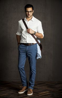 Summer business casual with blue chinos white oxford shirt with rolled up sleeves with brown leather sneakers watch and glasses Outfits Casual, Mode Outfits, Casual Wear, Casual Dresses, Casual Shirts, Winter Outfits, Business Casual Outfits Mens, Jean Outfits, Smart Casual Outfit
