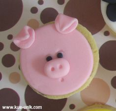 pig cookie by bite first cakes, via Flickr