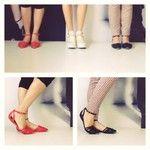 Já nas lojas, nas cores preto ou vermelho: sapatilha com tiras e biqueira de metal! Ref. 21361860 R$115,00 cada ️