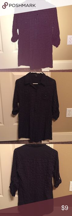 Forever 21 plain button down Perfect condition super super cute and fitted on Forever 21 Tops Button Down Shirts