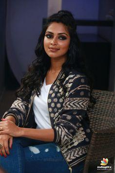 Hot Images Of Actress, Tamil Actress Photos, South Indian Actress Hot, South Actress, Anu Emmanuel, Amala Paul, Madhuri Dixit, Beautiful Bollywood Actress, Indian Beauty Saree