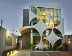 Wellness Center ☮k☮ Building Front, Building Facade, Building Design, Futuristic Architecture, Facade Architecture, Amazing Architecture, Facade Design, Exterior Design, Design Comercial