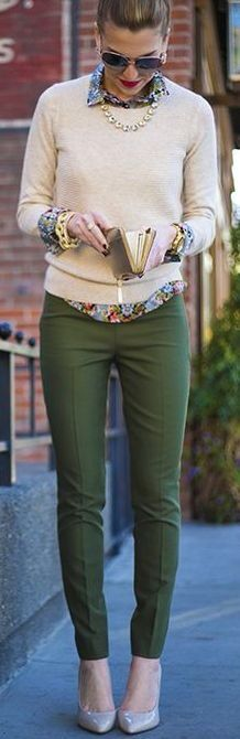 So it IS possible to wear olive pants without looking like you& going on a safari. So it IS possible to wear olive pants without looking like youre going on a safari. Street Mode, Street Chic, Mode Outfits, Winter Outfits, Casual Outfits, Preppy Work Outfit, Skirt Outfits, Business Mode, Business Casual