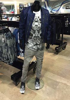 "Le look Homme de la semaine : "" T'es looké ! "" -> Tee-shirt + Pantalon Black Kaviar + Bombers The New Designers + Baskets Reebok"
