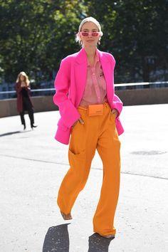 The London Fashion Week Street Style Is Wilder Than You Could Ever Imagine - London Fashion Week Street Style Spring Best Looks from LFW 2019 - London Fashion Weeks, Looks Street Style, Street Style Summer, Colourful Outfits, Colorful Fashion, Bold Fashion, Style Fashion, Fashion Trends, Streetwear